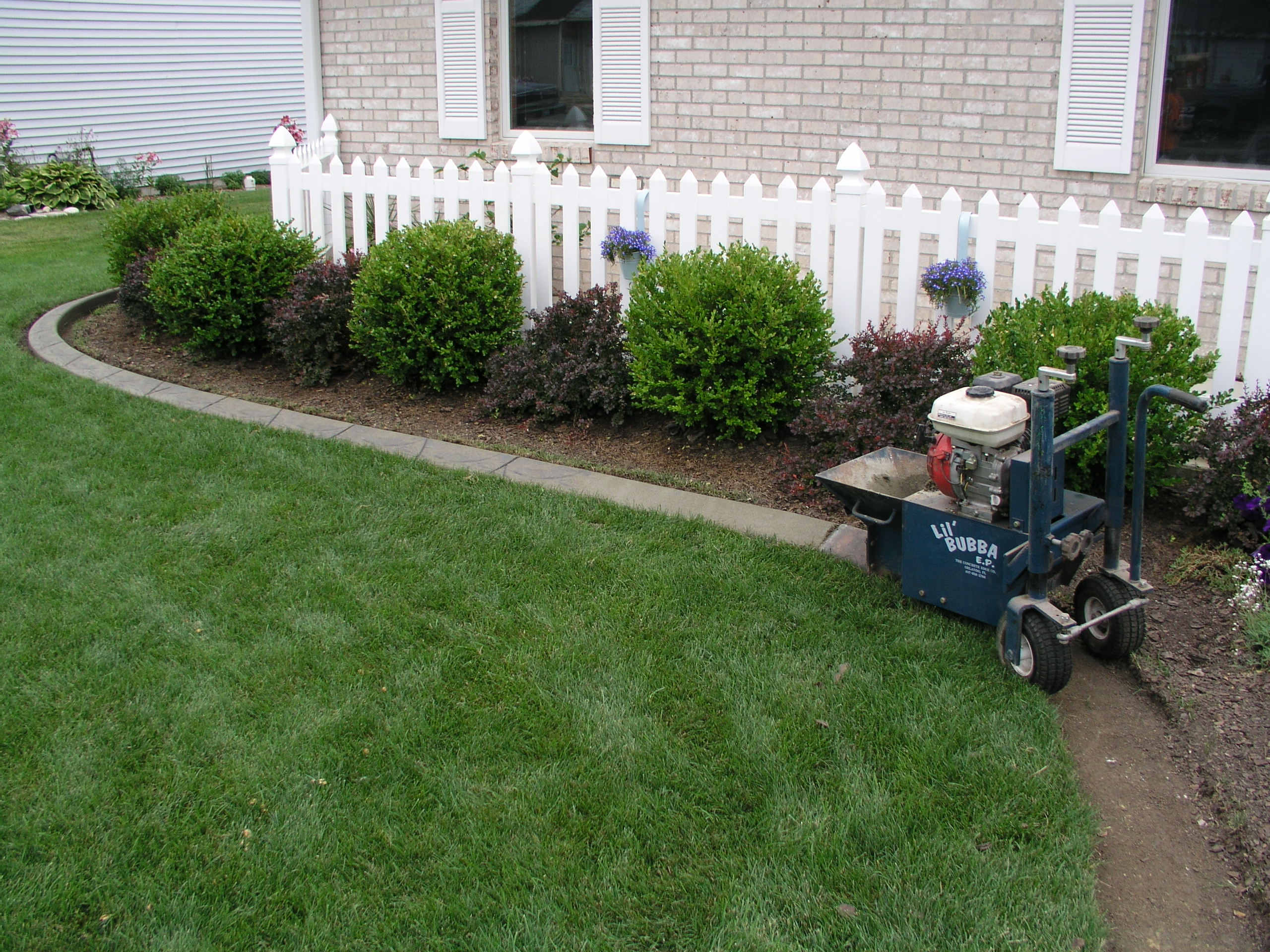 lawn curb machine